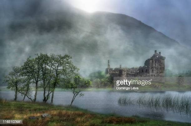 kilchurn castle, scotchland - castle stock pictures, royalty-free photos & images