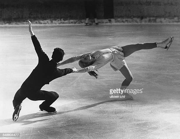 KiliusZahn Marika ice figure skater German * Ice figure skater sportwoman With the partner HansJuergen Baeumler dancing on the eis Januar 1962 um...