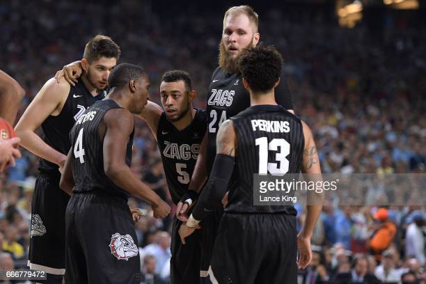 Killian Tillie Jordan Mathews Nigel WilliamsGoss Przemek Karnowski and Josh Perkins of the Gonzaga Bulldogs huddle during their game against the...