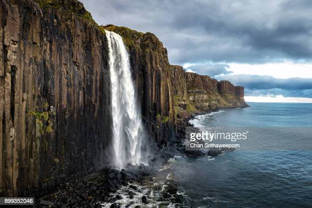kilt rock and mealt falls , isle of skye, scotland, uk. - falling water stock photos and pictures