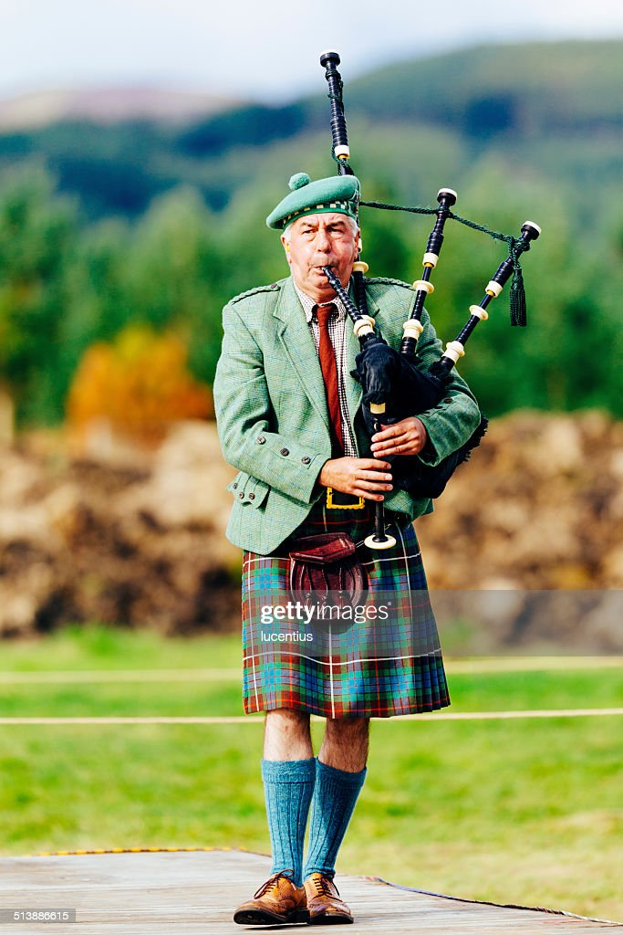 Kilted male scottish piper with bagpipes : Stock Photo