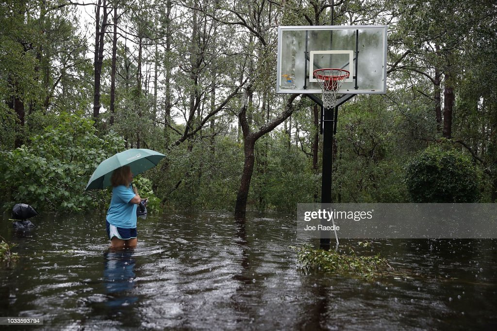 Carolinas' Coast Line Recovers From Hurricane Florence, As Storm Continues To Pour Heavy Rain On The States : Fotografía de noticias