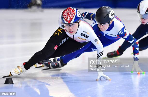 Kim ALang of Korea competes in the women's 1000 meter heats against Ekaterina Efremenkova of Russia during the World Short Track Speed Skating...