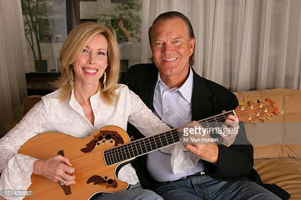 Kim Campbell Glen Campbell during Glen Campbell portrait session at The Regency Hotel in New York New York United States