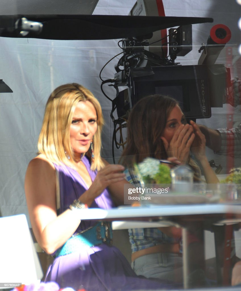 Kim Cattrall and Sarah Jessica Parker filming on location for 'Sex And The City 2' on the streets of Manhattan on September 14, 2009 in New York City.