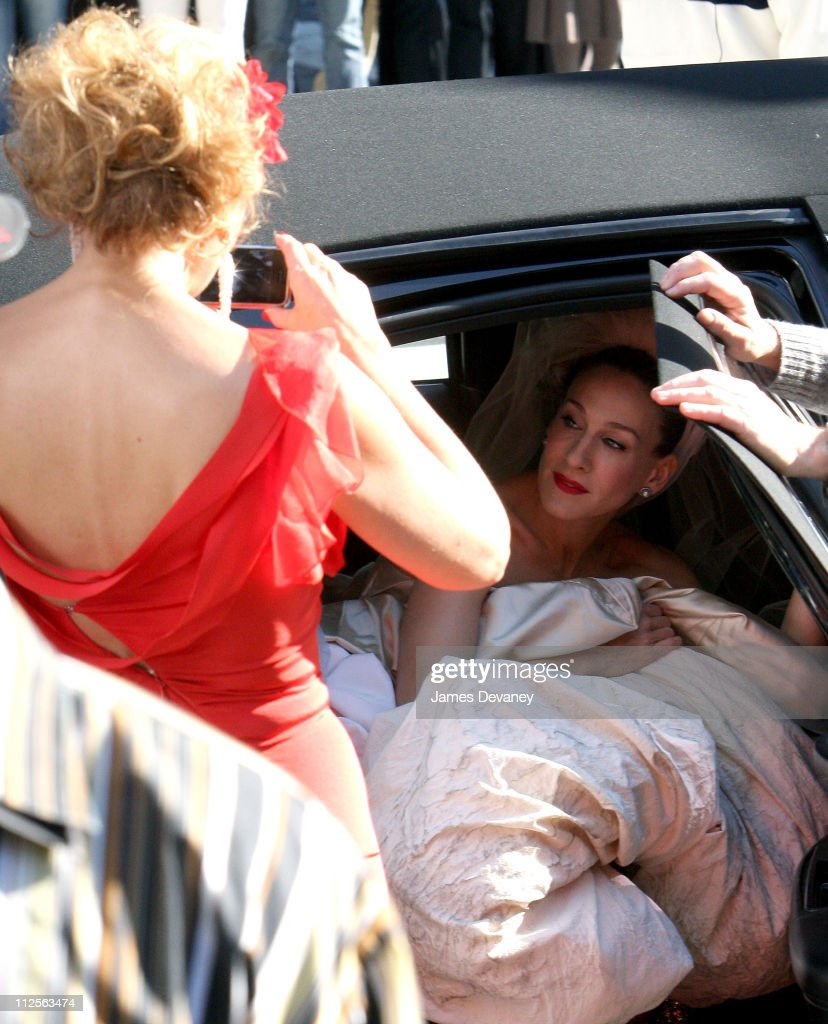 Kim Cattrall and Sarah Jessica Parker on the set of 'Sex and the City: The Movie' on October 30, 2007 in New York City.