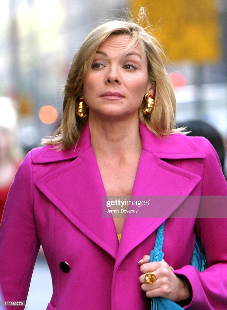 """Kim Cattrall and Sarah Jessica Parker On Location For """"Sex And The City"""" : News Photo"""
