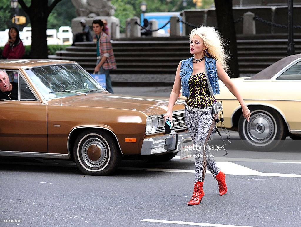 Kim Cattrall filming on location for 'Sex And The City 2' on the Streets of Manhattan on September 9, 2009 in New York City.