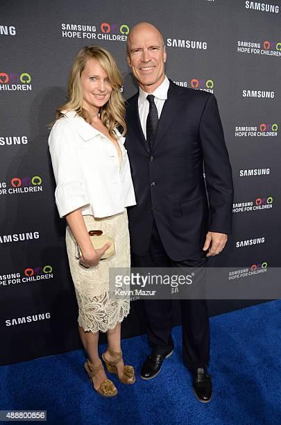 Kim Clark and Mark Messier attend Samsung Hope For Children Gala 2015 at Hammerstein Ballroom on September 17, 2015 in New York City.