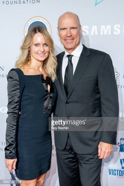 Kim Clark and Mark Messier attend the 2018 Samsung Charity Gala at The Manhattan Center on September 27 2018 in New York City