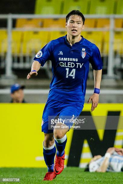 Kim Gunhee of Suwon Samsung Bluewings celebrates after scoring his goal during the AFC Champions League 2018 Round of 16 2nd leg match between Suwon...