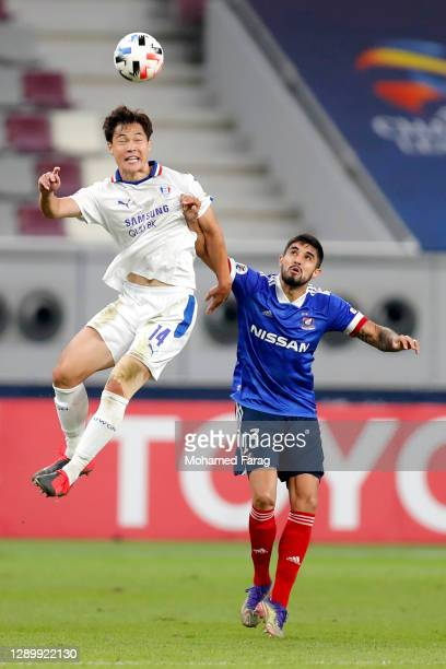 Kim Guniee of Suwon Samsung and Thiago Martins of Yokohama F.Marinos compete for the ball during the AFC Champions League Round of 16 match between...