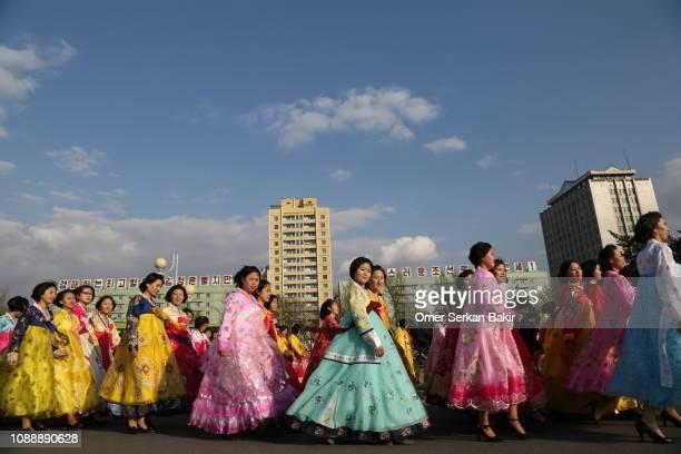 kim il-sungs geburtstagsfeiern in nordkorea - nordkorea stock-fotos und bilder