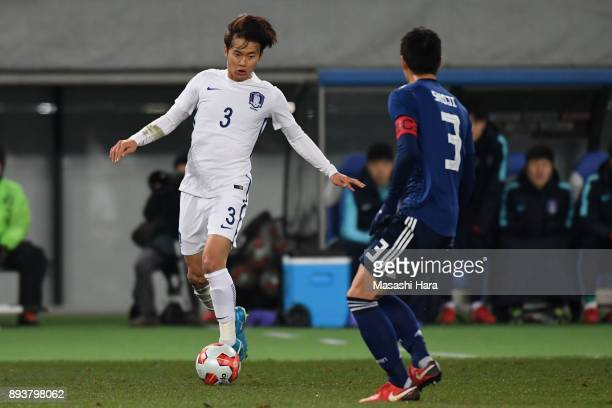 Kim Jinsu of South Korea takes on Gen Shoji of Japan during the EAFF E1 Men's Football Championship between Japan and South Korea at Ajinomoto...