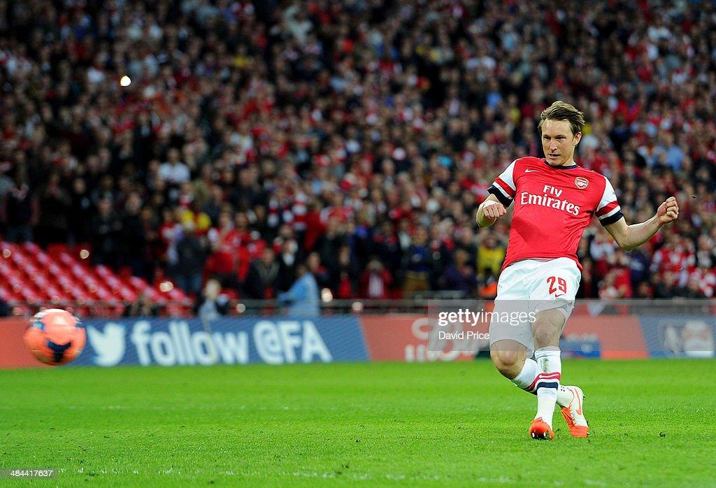 Wigan Athletic v Arsenal - FA Cup Semi-Final : News Photo