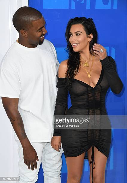Kim Kardashian and Kanye West arrive for the 2016 MTV Video Music Awards August 28 2016 at Madison Square Garden in New York / AFP / Angela Weiss
