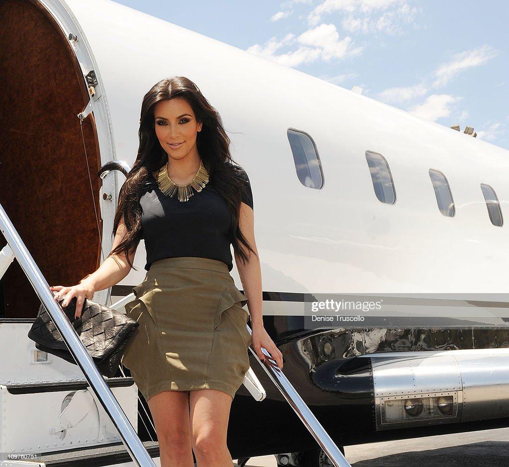 Kim Kardashian, Kourtney Kardashian And Kris Jenner Portraits At McCarran Airport, Las Vegas : News Photo