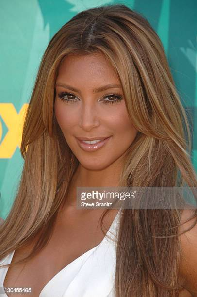 Kim Kardashian arrives at the Teen Choice Awards 2009 held at the Gibson Amphitheatre on August 9 2009 in Universal City California