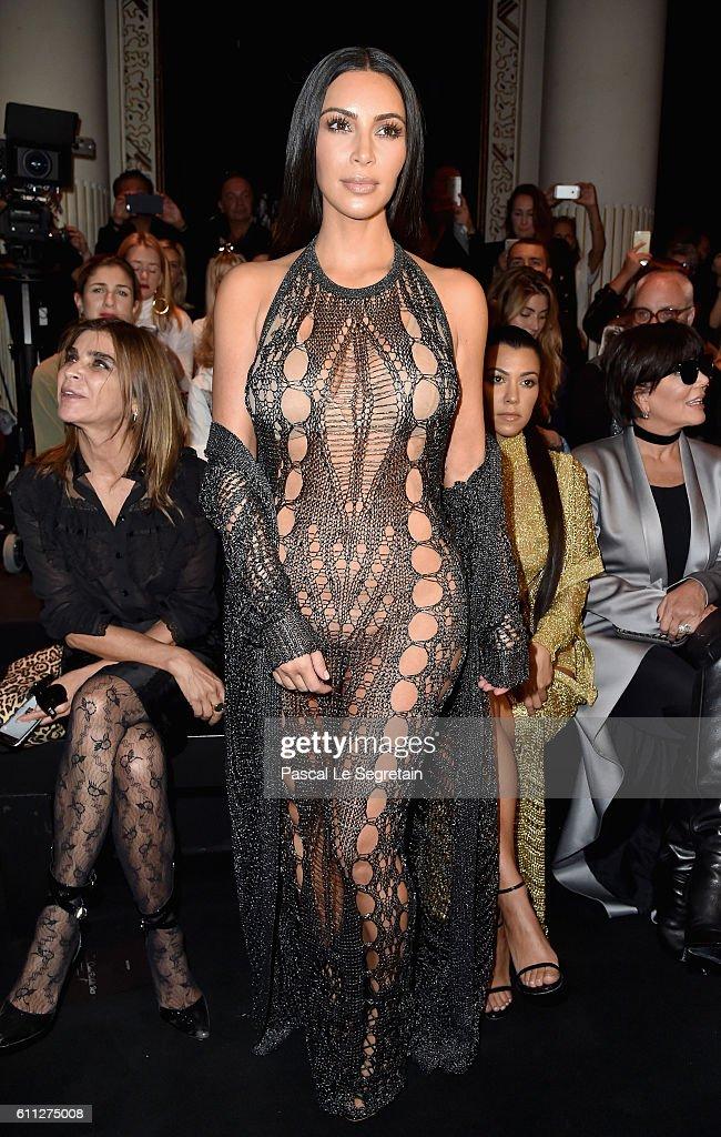 Balmain : Front Row  - Paris Fashion Week Womenswear Spring/Summer 2017 : News Photo
