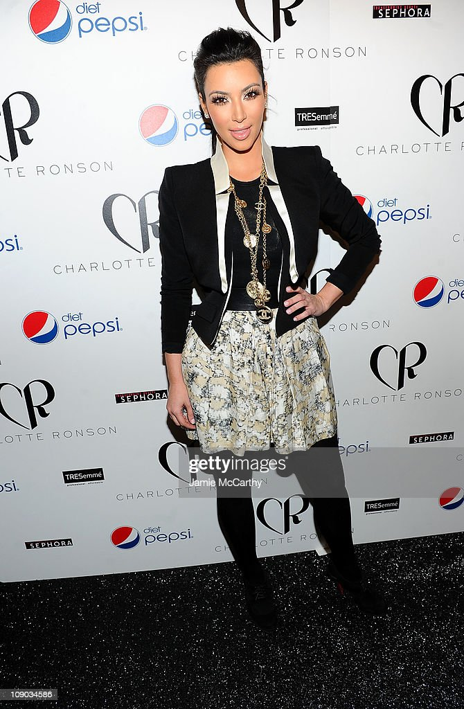 Diet Pepsi Presents Charlotte Ronson - Backstage - Fall 2011 MBFW : News Photo