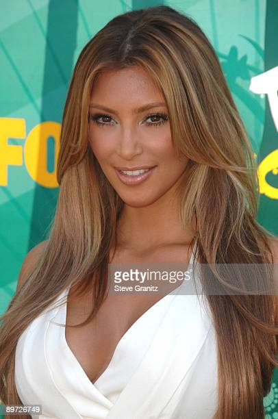 Kim Kardashian attends the Teen Choice Awards 2009 at Gibson Amphitheatre on August 9 2009 in Universal City California