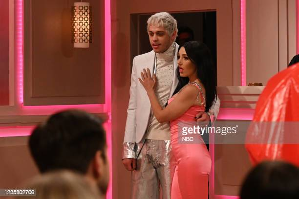"Kim Kardashian West"" Episode 1807 -- Pictured: Pete Davidson as Machine Gun Kelly and Chloe Fineman as Megan Fox during the ""People's Kourt"" sketch..."