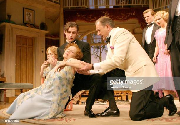 Kim Medcalf Dame Judi Dench and Peter Bowles during 'Hay Fever' Rehearsal London Photocall April 19 2006 at Theatre Royal in London Great Britain