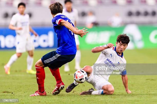 Kim Minwoo of Suwon Samsung battles for the ball with Shinnosuke Hatanaka of Yokohama Marinos during the AFC Champions League Round of 16 match...