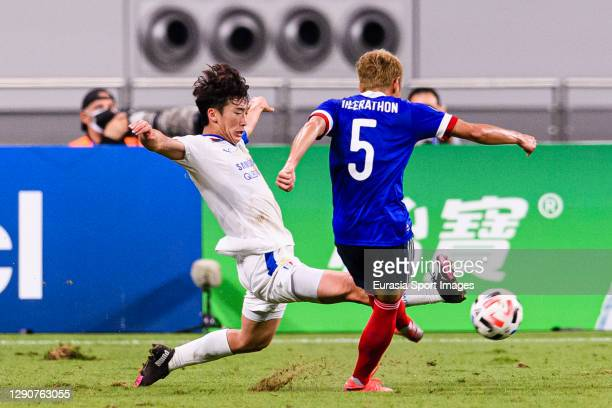 Kim Minwoo of Suwon Samsung fights for the ball with Theerathon Bunmathan of Yokohama Marinos during the AFC Champions League Round of 16 match...