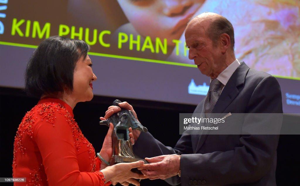 Kim Phuc Phan Thi, The Napalm Girl, Receives Dresden Peace Award : News Photo