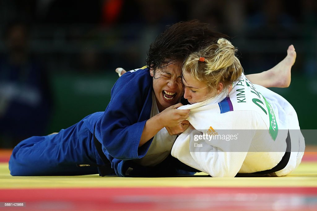 Kim Polling of the Netherlands competes against Haruka Tachimoto of Japan during a Women's -70kg bout on Day 5 of the Rio 2016 Olympic Games at Carioca Arena 2 on August 10, 2016 in Rio de Janeiro, Brazil.