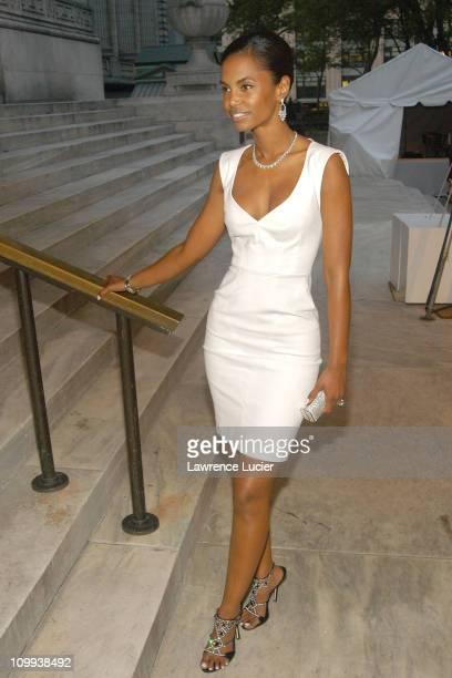 Kim Porter wearing a VIVID Collection diamond ring