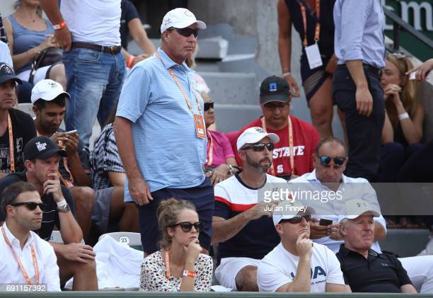 Kim Sears and Ivan Lendl the wife and the coach of Andy Murray of Great Britain watch his men's singles second round match against Martin Klizan of...