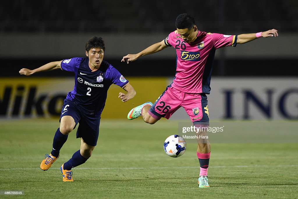 Kim Seung Yong #26 of Central Coast Mariners in action during the AFC Champions League Group F match between Sanfrecce Hiroshima and Central Coast Mariners at Edion Stadiam Hiroshima on April 23, 2014 in Hiroshima, Japan.