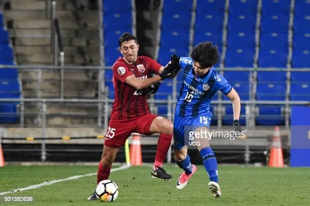 Kim SeungJun of Ulsan Hyundai and Odil Ahmedov of Shanghai SIPG compete for the ball during the 2018 AFC Champions League Group F match between Ulsan...