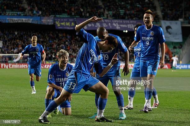 Kim Seung-Yong of Ulsan Hyundai celebrates after score with his team mates during the AFC Champions League final between Ulsan Hyundai and Al Ahli at...