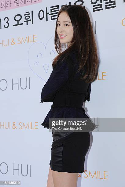 Kim Tae-Hee attends the 'OHUI Beautiful Face Campaign Bazaar' at Mug for Rabbit on October 13, 2013 in Seoul, South Korea.