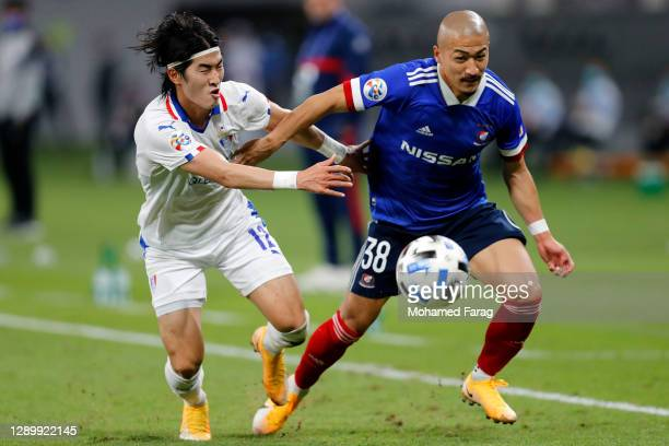Kim Tae-Hwan of Suwon Samsung and Daizen Maeda of Yokohama F.Marinos compete for the ball during the AFC Champions League Round of 16 match between...