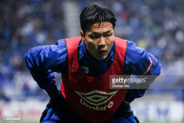 Kim Young Gwon of Gamba Osaka warm up during the J.League J1 match between Gamba Osaka and Vissel Kobe at Panasonic Stadium Suita on March 30, 2019...