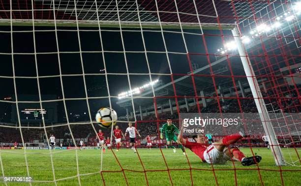 Kim young gwon of Guangzhou Evergrande Taobao in action during the 2018 AFC Champions League Group G match between Gunagzhou Evergrande and Cerezo...