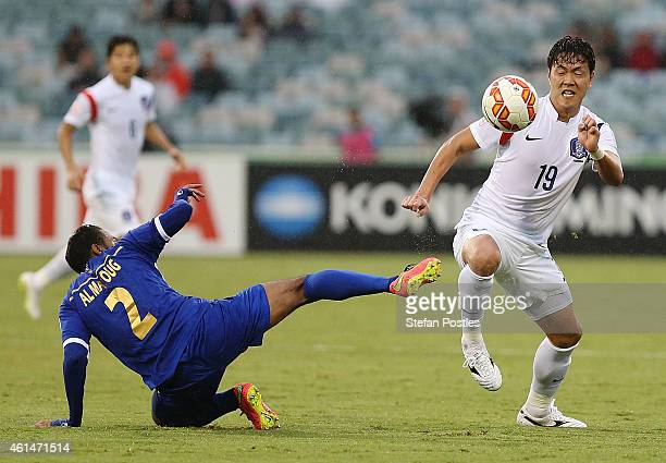 Kim Young Gwon of Korea Republic and Amer Almatoug Alfadhel of Kuwait contest possession during the 2015 Asian Cup match between Kuwait and Korea...