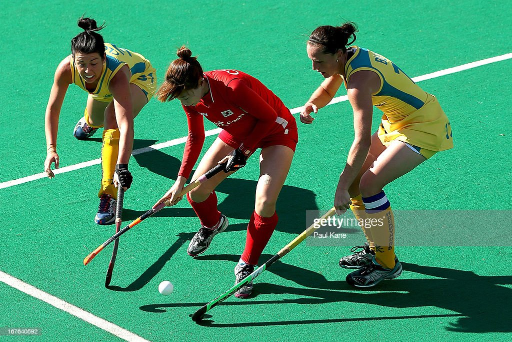 Kim Young Ran of Korea is challanged by Jade Close and Madonna Blyth of Australia during the International Test match between the Australian Hockeyroos and Korea at Perth Hockey Stadium on April 27, 2013 in Perth, Australia.
