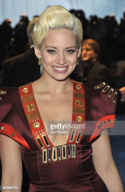Kimberley Wyatt attends the World Premiere of 'Avatar' at Odeon Leicester Square on December 10 2009 in London England