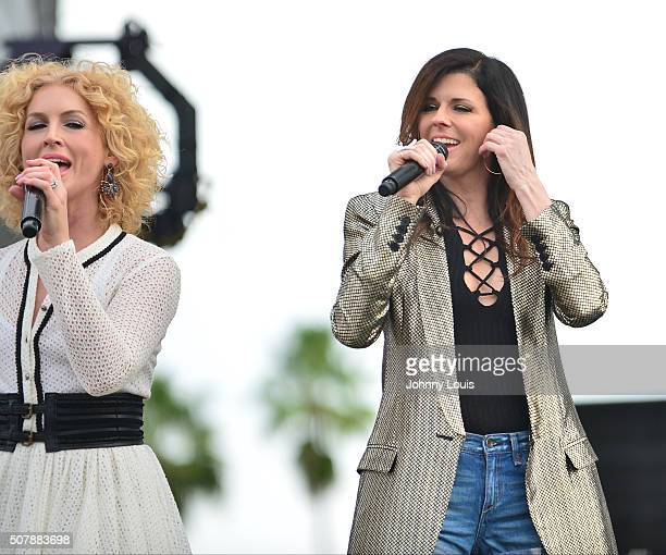 Kimberly Roads Schlapman and Karen Fairchil of Little Big Town performs during 31st annual Kiss 999 Chilli Cookoff at CB Smith Park on January 31...