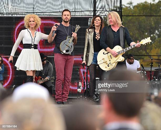 Kimberly Roads Schlapman Jimi Westbrook Karen Fairchil and Phillip Sweet of Little Big Town performs during 31st annual Kiss 999 Chilli Cookoff at CB...