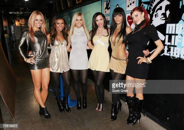 Kimberly Wyatt Melody Thorton Ashley Roberts Jessica Sutta Nicole Scherzinger and Carmit Bachar of The Pussycat Dolls pose for a photo backstage...