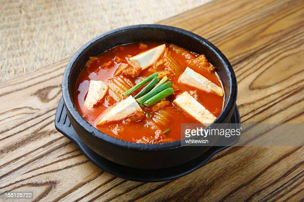 キムチスープ(キムチジャンチゲ - キムチ ストックフォトと画像