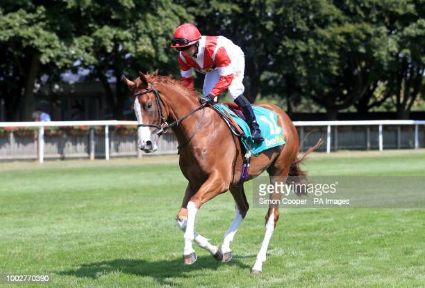 Kimifive ridden by Nicola Currie goes to post