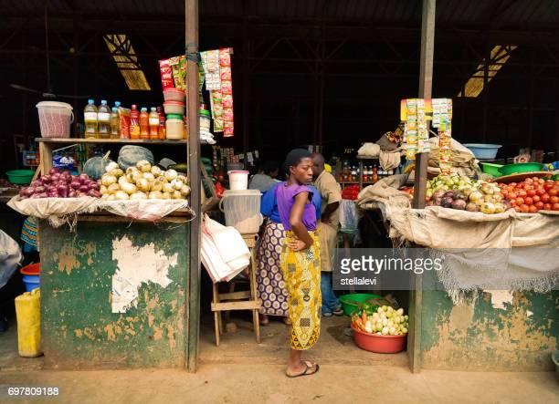 キガリ、ルワンダの kimironko 市場 - キガリ ストックフォトと画像