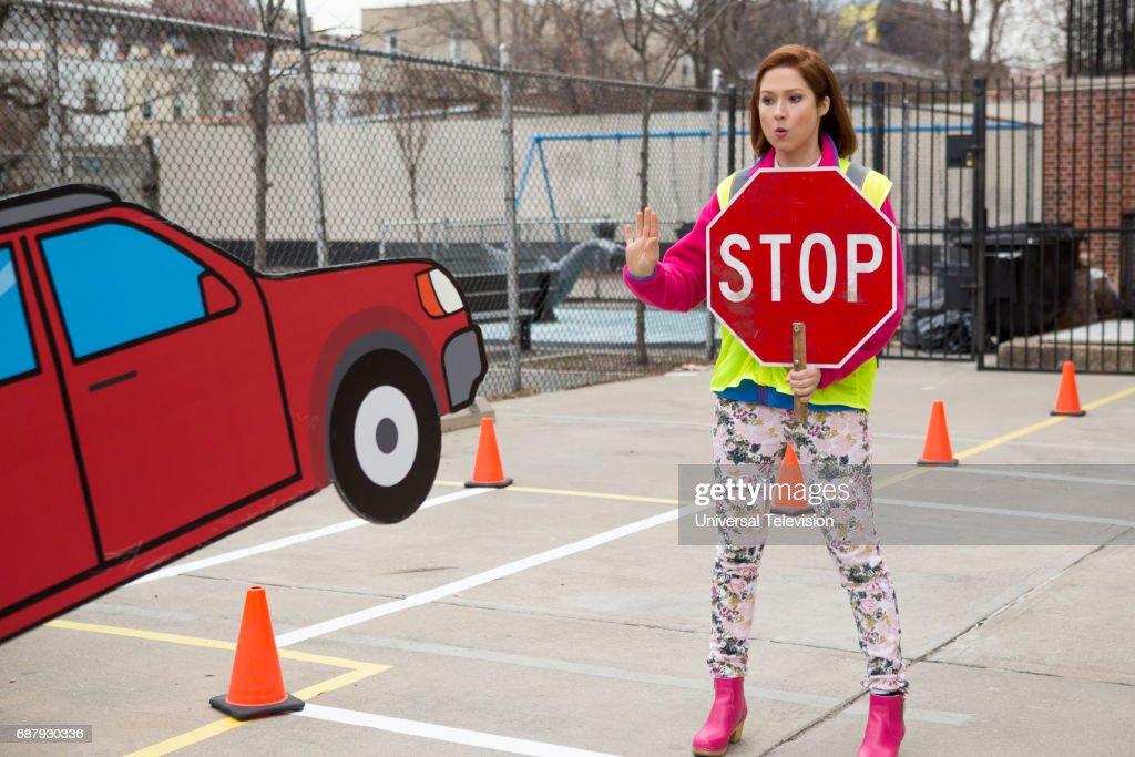 SCHMIDT -- 'Kimmy Bites an Onion!' Episode 313 -- Pictured: Ellie Kemper as Kimmy Schmidt --